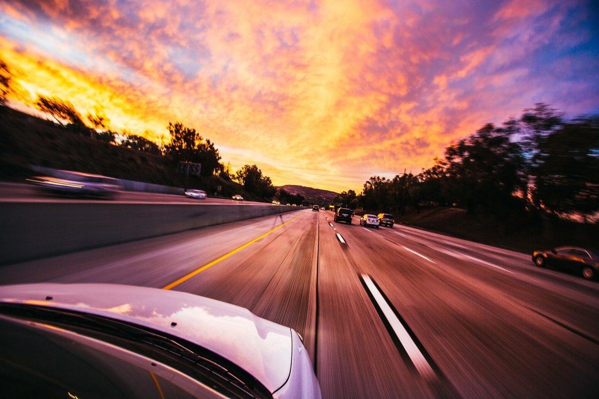 Co wpływa na cenę ubezpieczenia samochodu w USA?