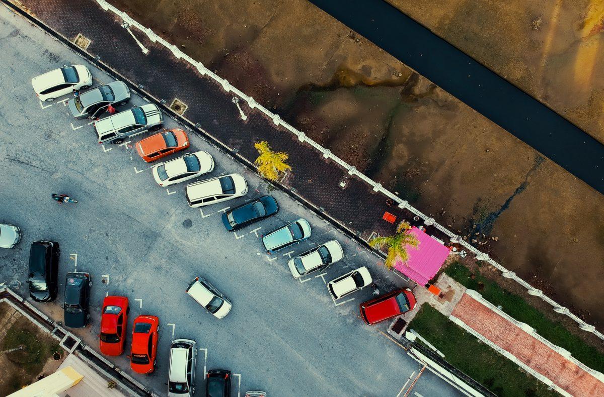 Ktoś właśnie uderzył w Twój zaparkowany samochód?